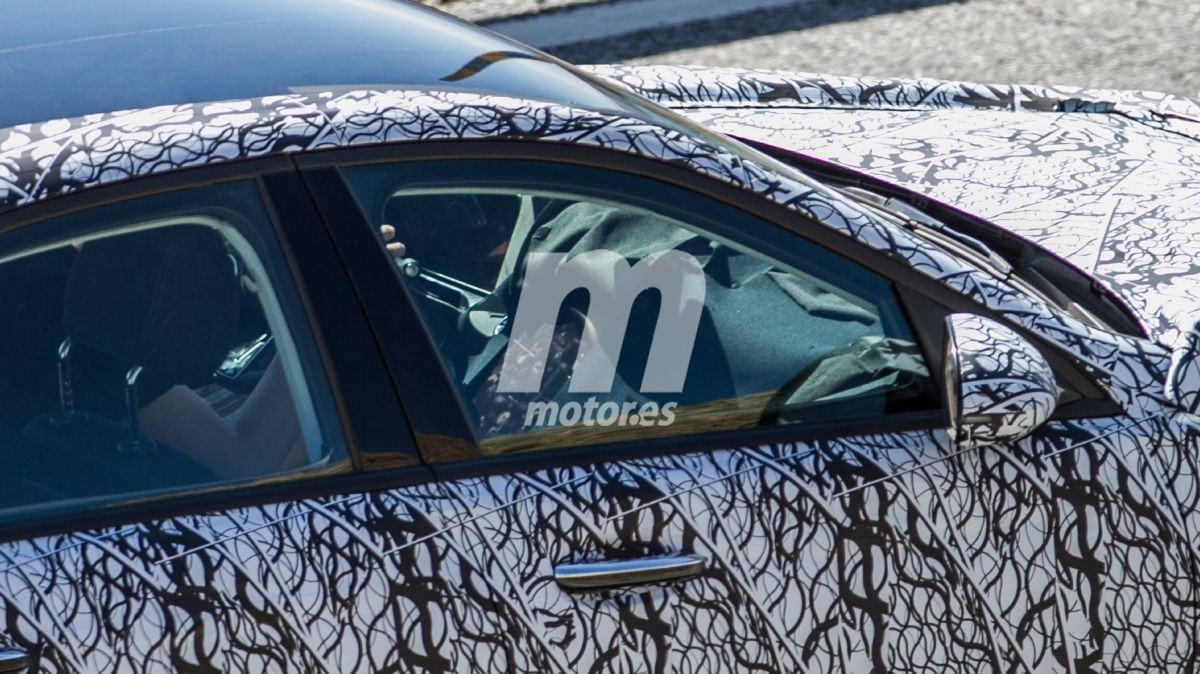 El interior del nuevo Mercedes Clase C sale a la luz en las últimas espías 7