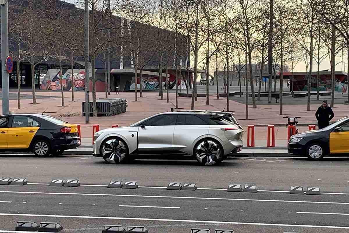 Renault saca a pasear a un nuevo concept car por Barcelona 3